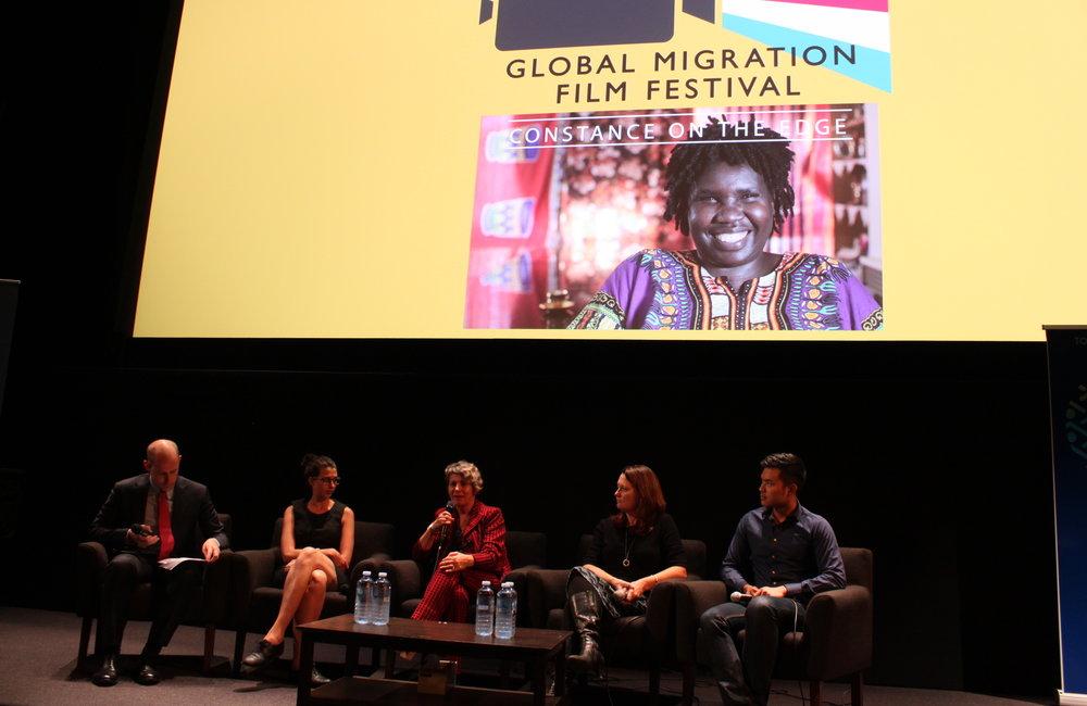 Cómo hacer que los migrantes se sientan mejor acogidos con la OIM, el ACT Migrant Refugee Settlement Services y el director y productor de la película Constance on the Edge, Canberra, 15 de diciembre